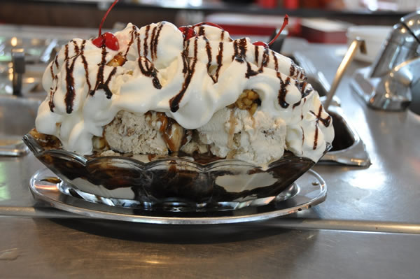 Brazilian Ice Cream Sundae